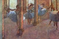 Танцовщицы в фойе
