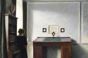 Вильгельм Хаммерсхёй. Молодая женщина и письменный стол в интерьере