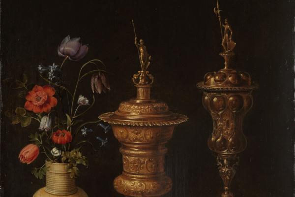 Клара Петерс. Натюрморт с цветами, позолоченными кубками, монетами и раковинами