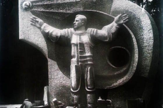 Александр Иванович Дронов. Памятник Юрию Алексеевичу Гагарину. 1963
