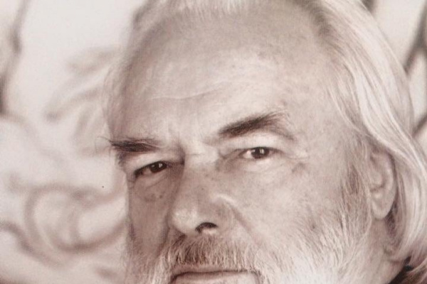 Юрий Павлович Кузнецов. Фрукты на фоне портрета