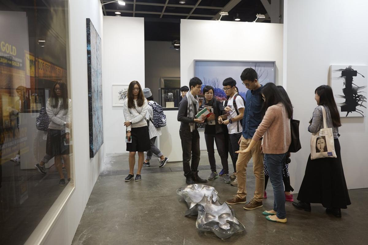 Много Арт Базеля не бывает: очередь Гонконга! Броские факты и кадры юной и грандиозной «дочки» крупнейшей выставки искусства