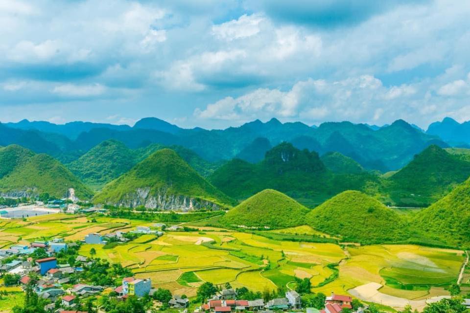 LiangFarek Photographer. NORTH-WEST ASIA LANGUAGE