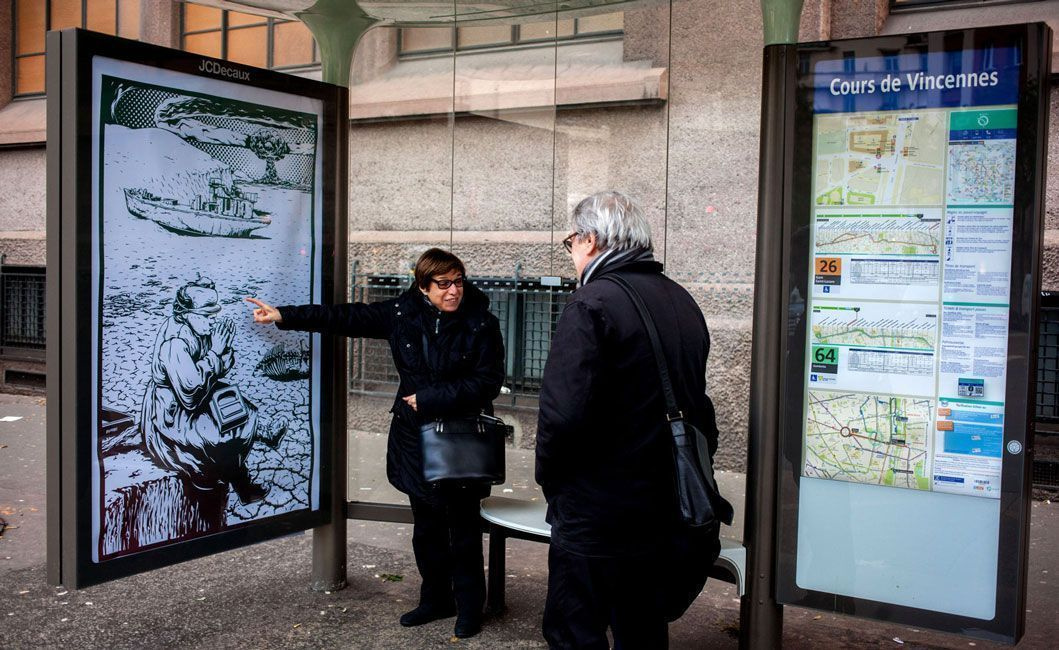«Брендализм» в Париже: стрит-арт обвиняет корпорации в лицемерии