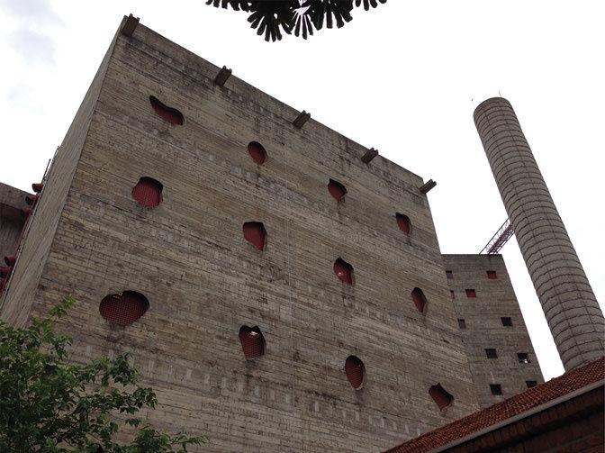 Развлекательный центрSESC Pompéia, перестроенный из здания бывшего завода, предназначенного для сно