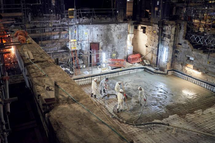 Перед архитекторами стояла задача одновременно восстановить театр в оригинальном виде, но при этом о