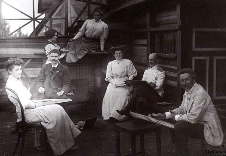 Сеанс одновременной работы Ильи Репина и Вадима Стаценко (сидит по правую руку от Репина) над портре