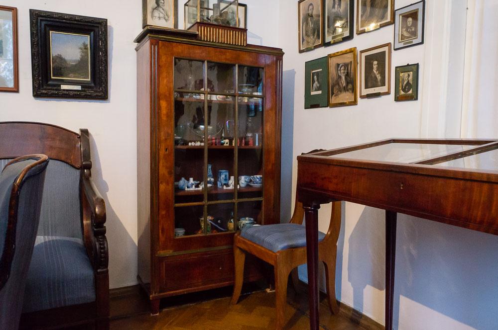 Все фотографии интерьеров дома Поленова взяты изблога Александра Маталова в жж.