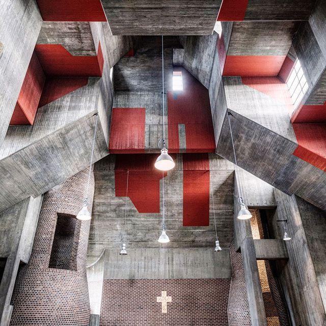 Церковь Святого Матфея, Дюссельдорф. Архитектор Готфрид Бём. Фотограф:Düsseldorfer Perlen