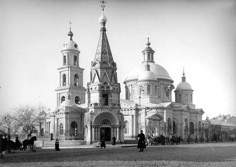 Church of St. Basil of Caesarea on Tverskaya-Yamskaya St. Just in front of the church, there is a ch