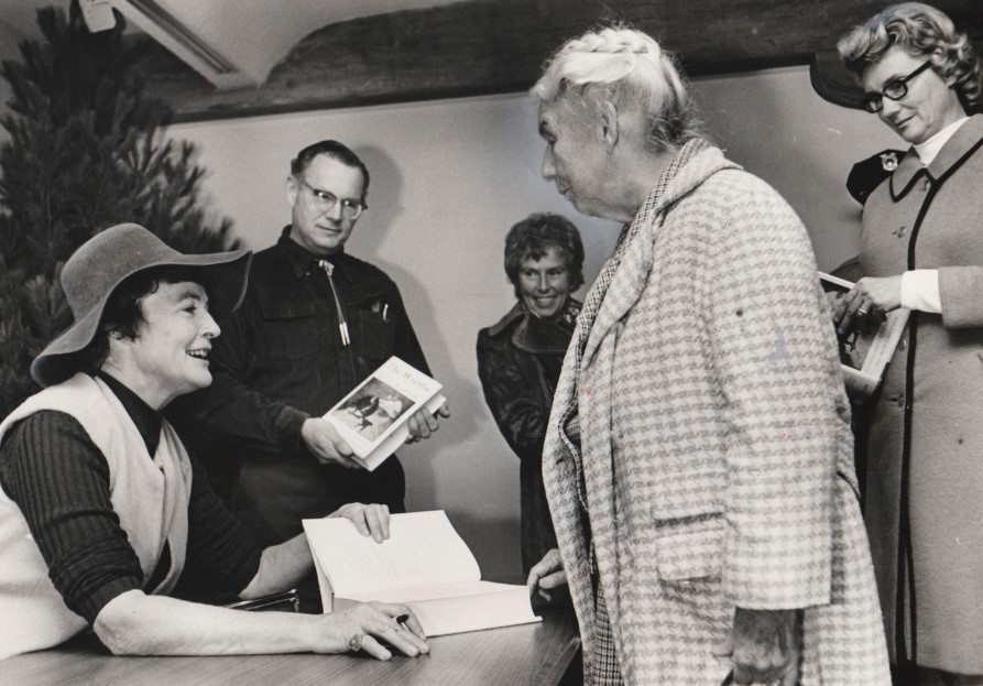 Betsy Wyeth (left) signing her Wyeths book in 1982