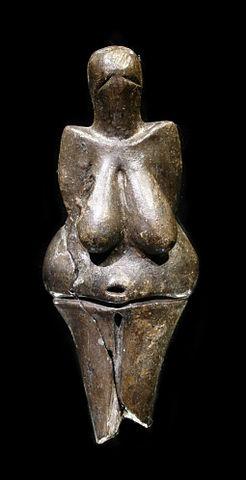 Вестоницкая Венера. 29-е - 25-е тысячелетие до н.э. Моравский музей. г. Брно, Чехия. Источник -wiki
