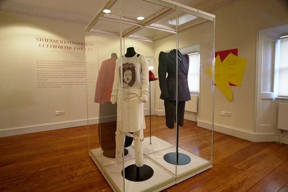 С Буше в душе: как из живописи рококо родились платья Вивьен Вествуд
