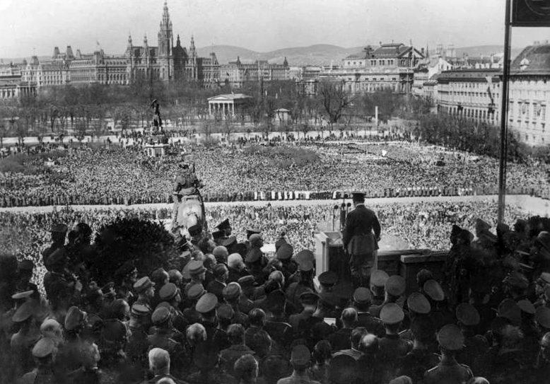 Кадры Вены времен начала аншлюса, 1938. Источник фото
