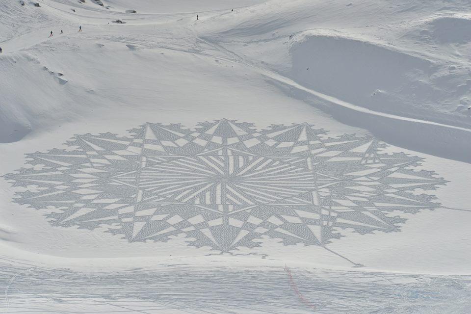 """Саймон Бек (Великобритания). Marlou 41. 2017. Саймон Бек создает свои снежные картины в стиле """"вытап"""