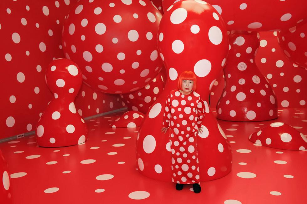 """Яёи Кусама. """"Одержимость точками"""". 2012. Персональная выставка художницы в Городском художественном"""