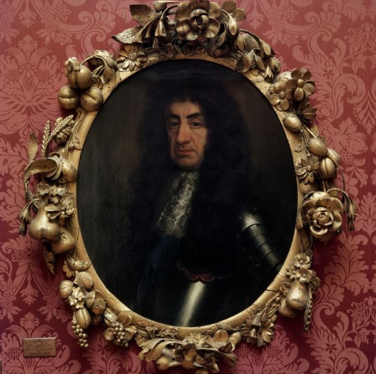 Ashmolean exhibit isone oftwo oval portraits attributed toJohn Riley; itdepicts King CharlesII.