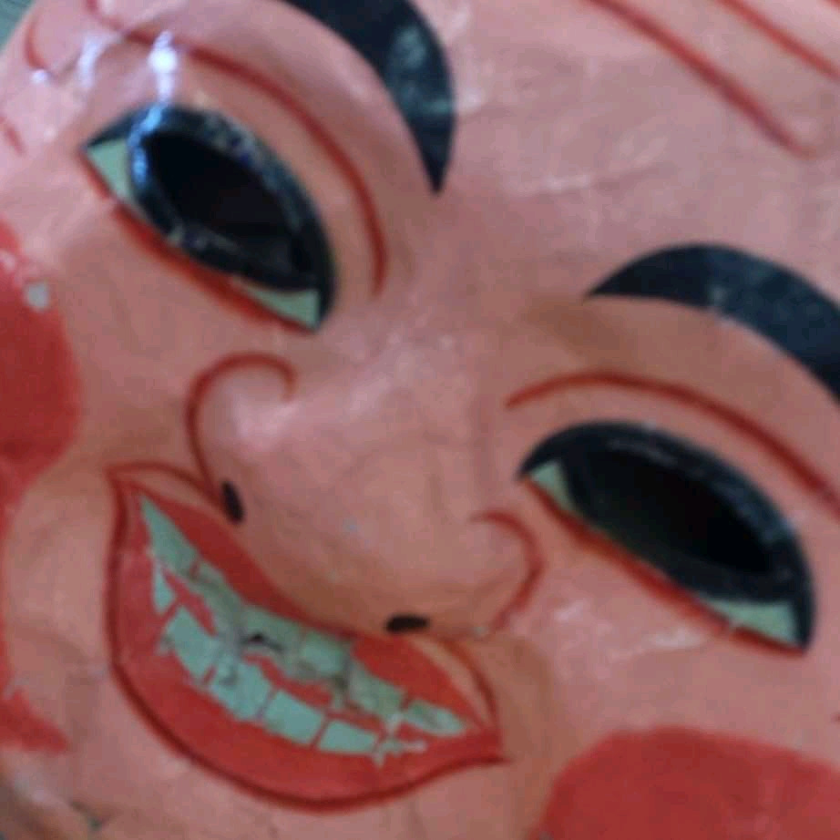 Khuc Gia Kiet. Image of the head mask
