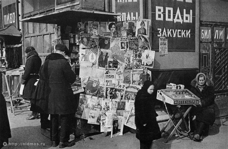 Historical photos. Outdoor advertising in old Moscow. Photo by Alexander Rodchenko