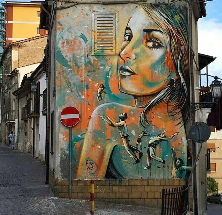 Alice Pascini. Turn around