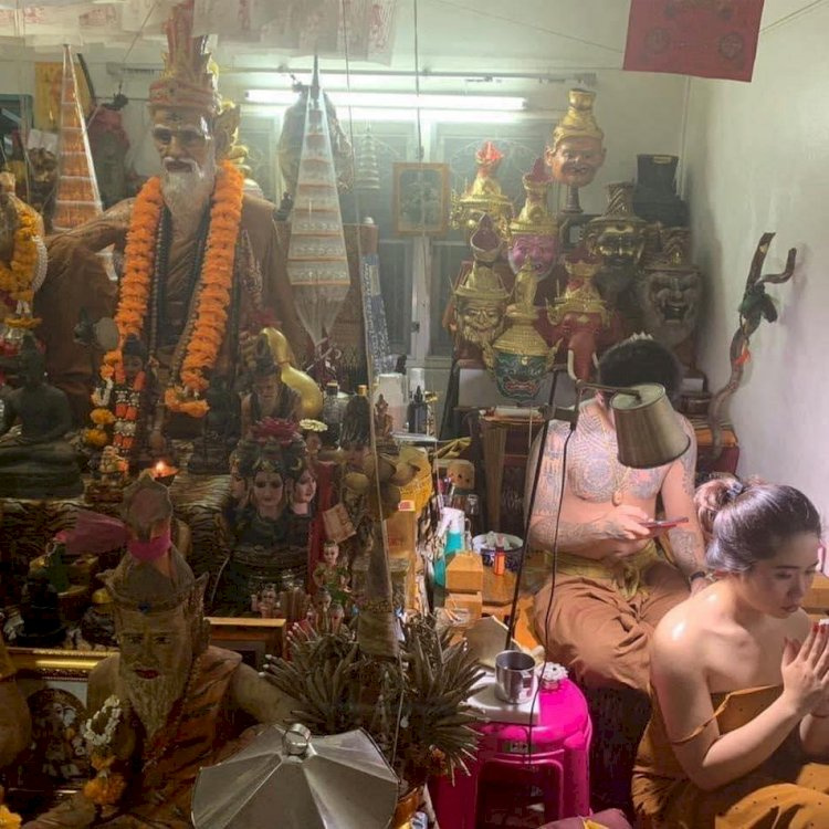 Patrick Chicoes. How to bring the Buddha statue home, how to worship and worship Buddha at home properly?