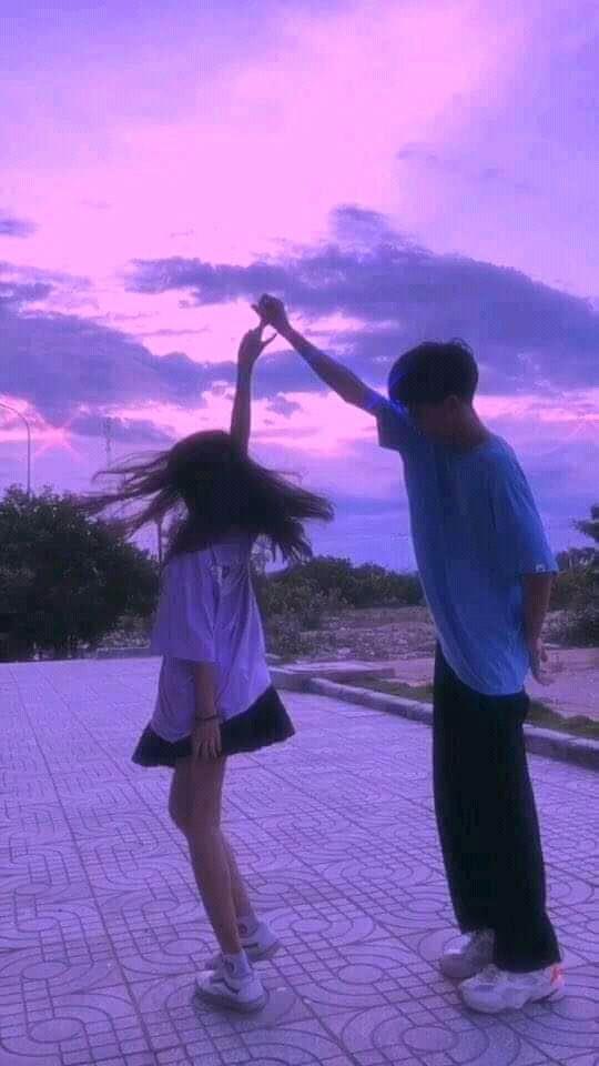 Jony Alison. Lovers dancing in the sky