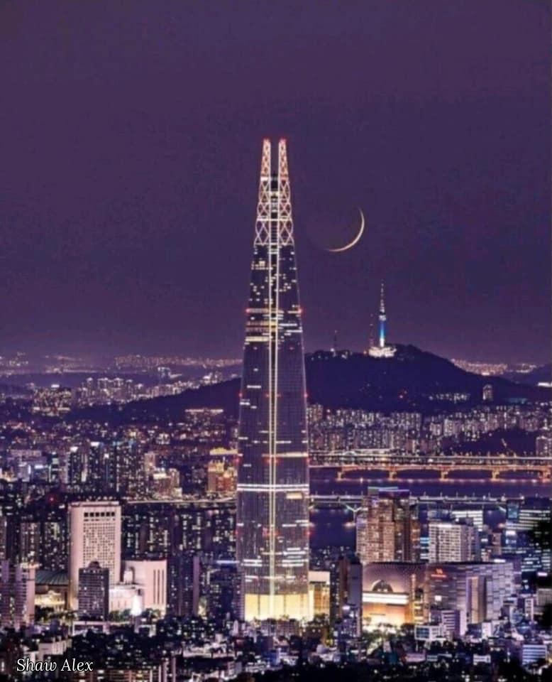 Shaw Alex. Purple sky over Seoul street