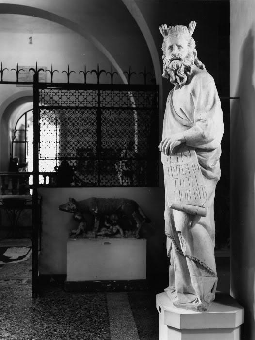 Giovanni Pisano. Moses