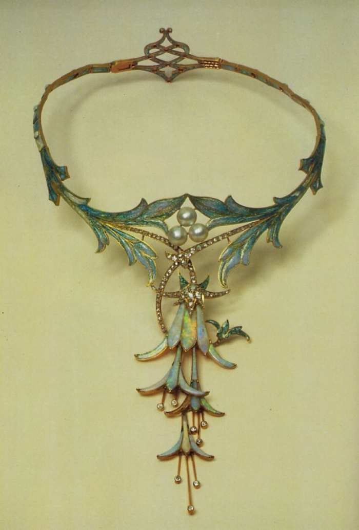 Alfonse Mucha. Necklace with fuchsia. Designed for the jeweler George Fouquet