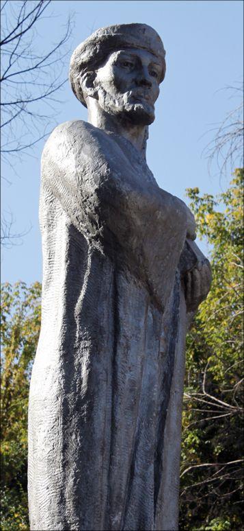 Давид Владимирович Хеидзе. Памятник Навои (ракурс 2)