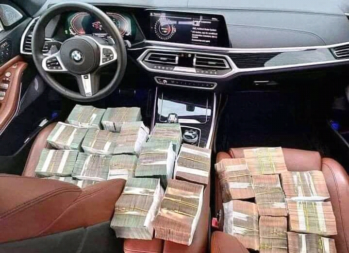 Son Nguyen Huu. A lots of money in my car
