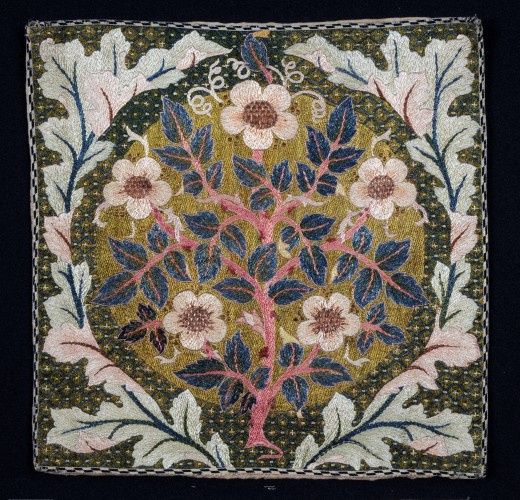 William Morris.  Rosier dans une couronne