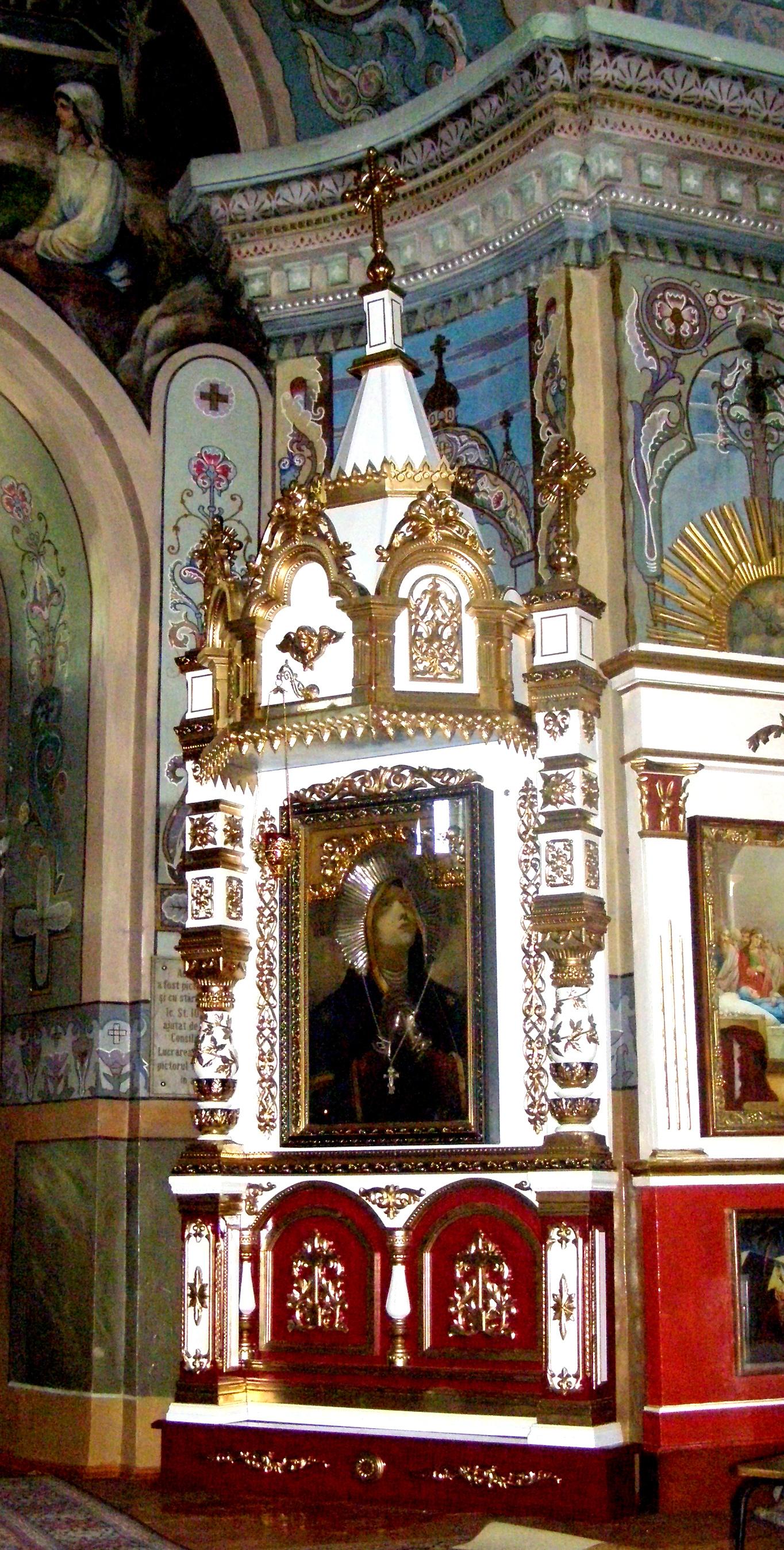 киот в церковь св.пятницы в г.Кишиневе