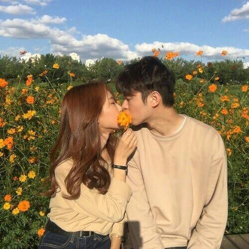 Phan Tuấn Anh. Romantic love in the middle of a flower garden