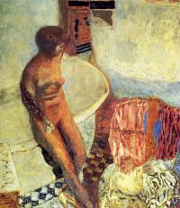 Обнаженная около ванной