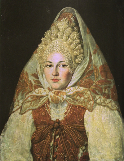 Женщина в торопецком жемчужном кокошнике и платке