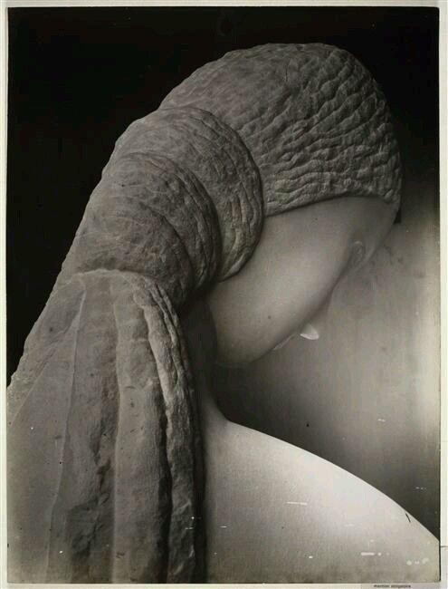 Константин Бранкузи. Женщина перед зеркалом.