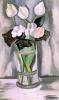 Белые цветы в стеклянной вазе