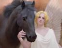 Девушка с конем