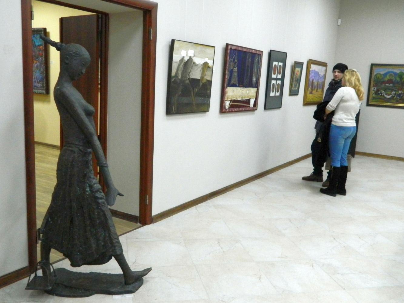 «Арт-вояж»: в гостях у всех времен на выставке мастеров украинского искусства разных лет