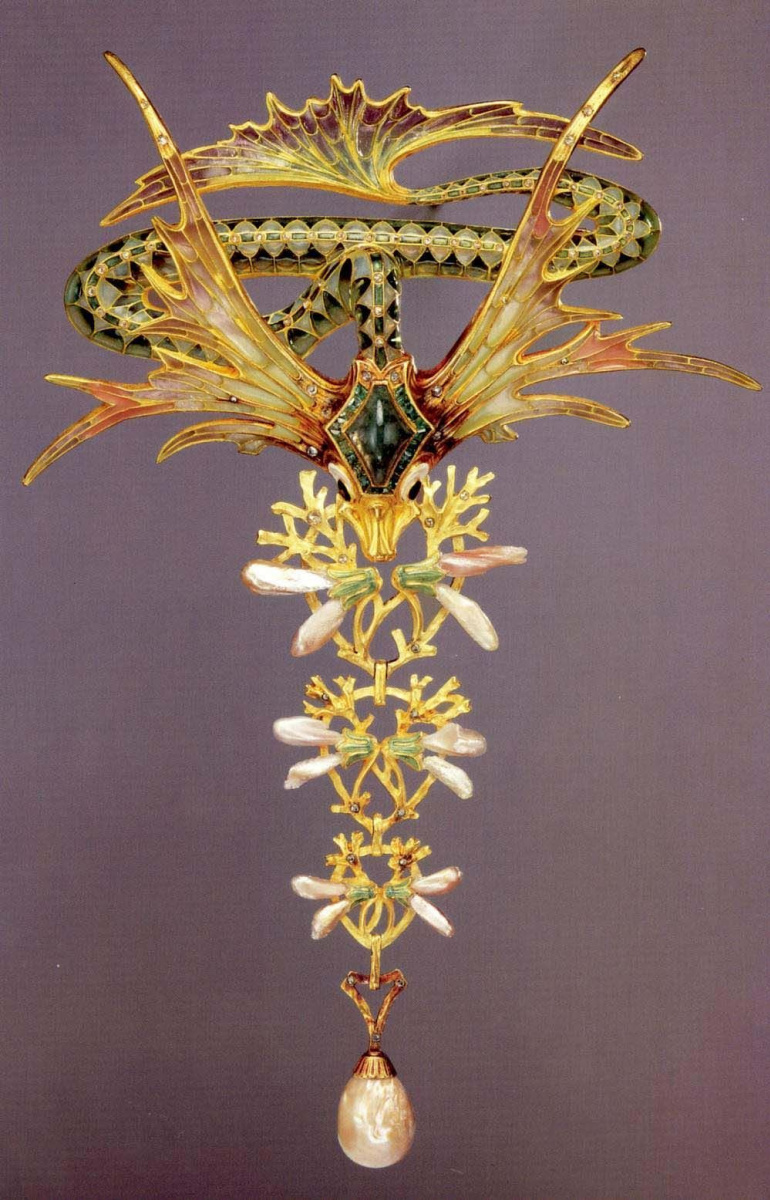 Winged dragon Gold pendant with enamel, Diamonds, and Pearls by Georges Fouquet and design by Alphonse Mucha