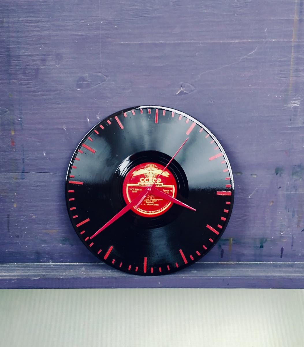 Anastasiya Demidova. Soviet clock