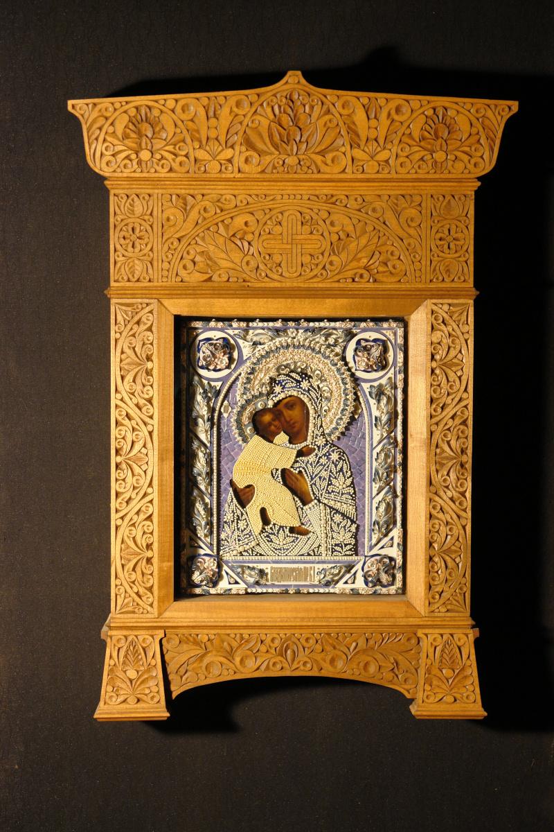 Московская Иконописная Мастерская. Богородица Владимирская в фарфоровом окладе и резном киоте