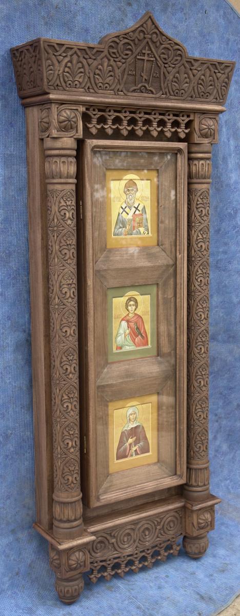 Киот резной навесной для трех икон