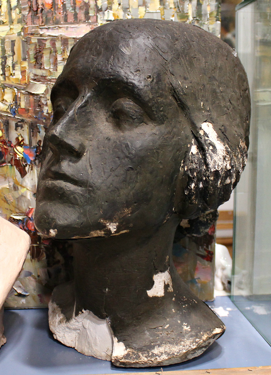 Eugene Maryshev. Sculpture head girl