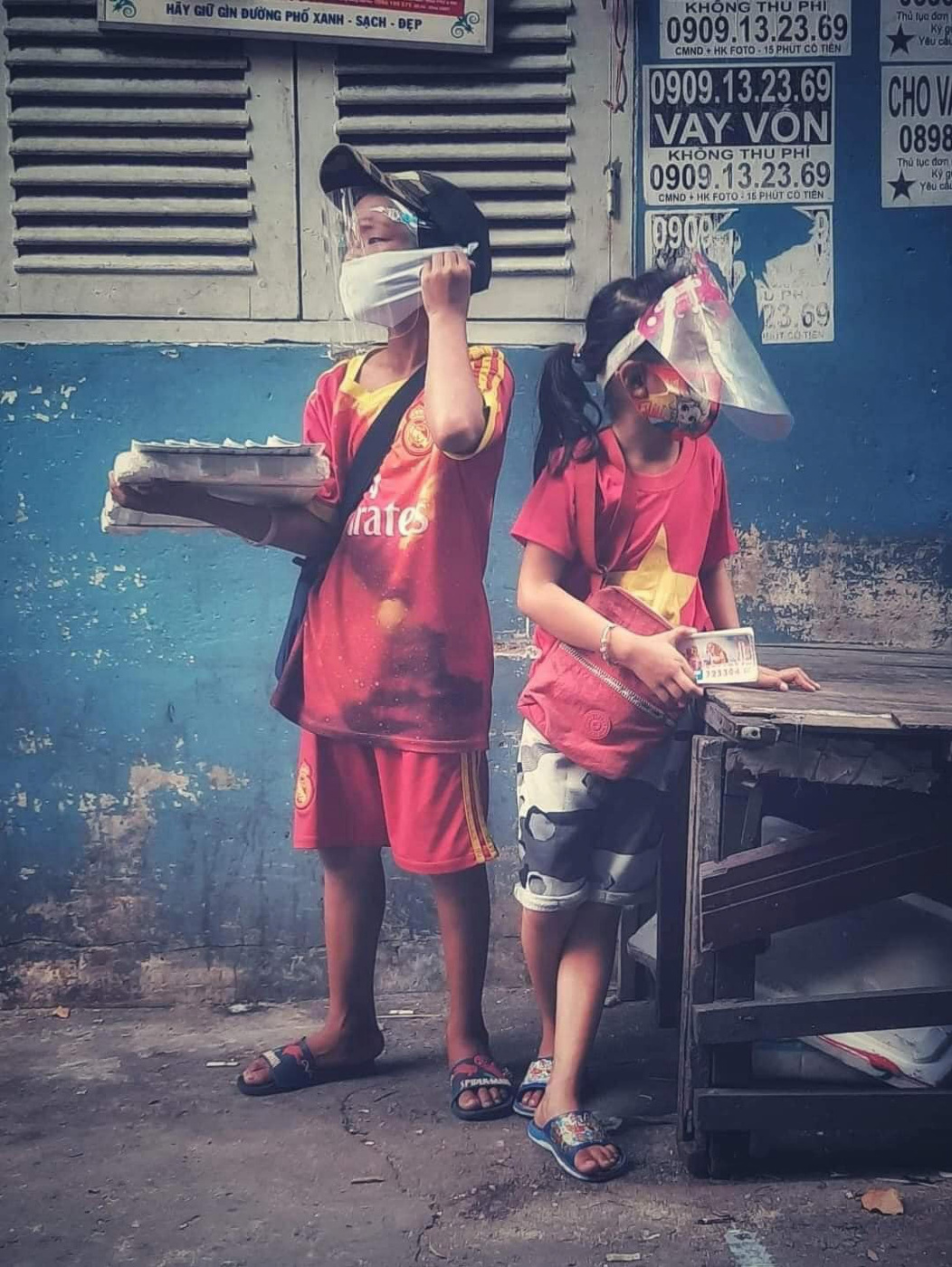 Pham Yen. Two poor children