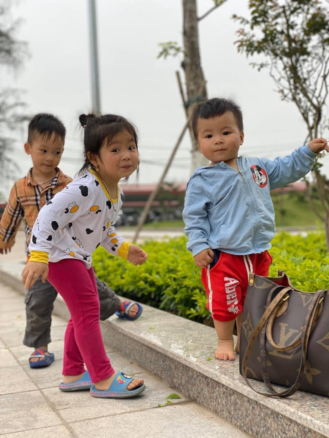 Khac Quang. Children play happily (2019)
