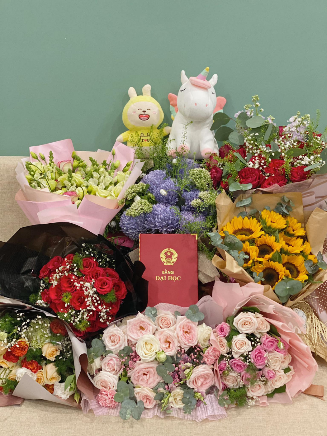Van Viet. Teddy bears and flowers