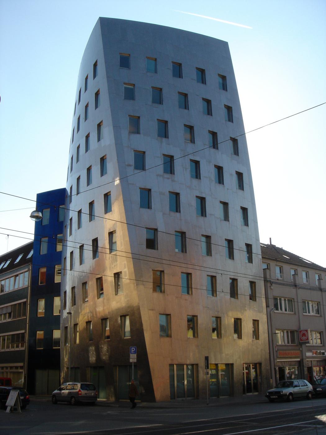 "Frank Owen Gehry. Office building in Hanover (""Geri Tower"")"