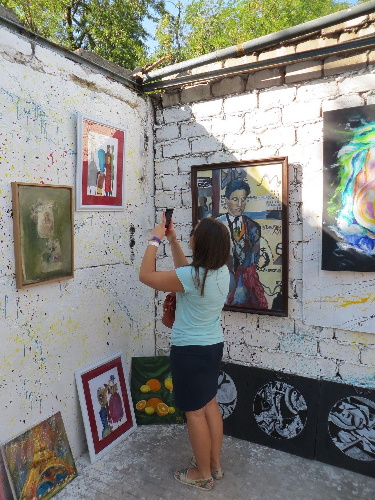 """""""Second hand современного искусства"""" в Одессе: солнце, майки, арт-пикник"""